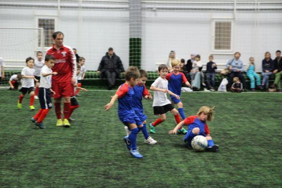 Футбольные  тренировки  и  участие  в  футбольных  Московских  матчах,  турнирах